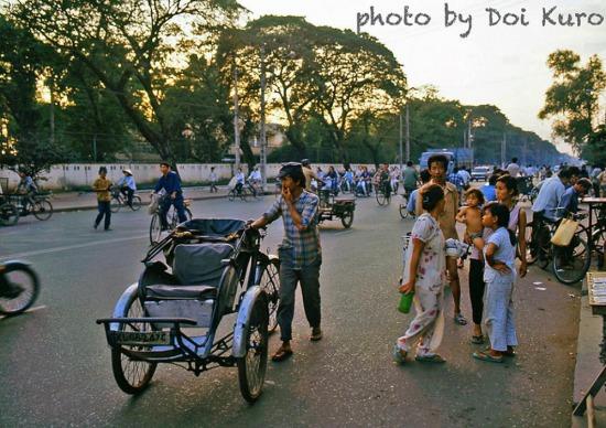 Chiều muộn trên đường Hai Bà Trưng, 1990.