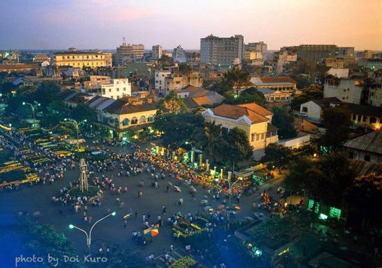 Chợ Hoa Nguyễn Huệ nhìn từ trên cao, 1990.