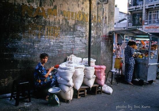 Quầy bán gạo, 1996.