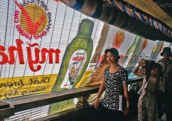Bên trong chợ Bình Tây, năm 1996.