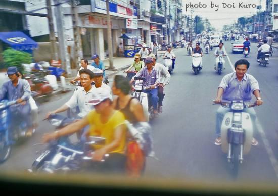 Đường phố tràn ngập xe máy, 1997.