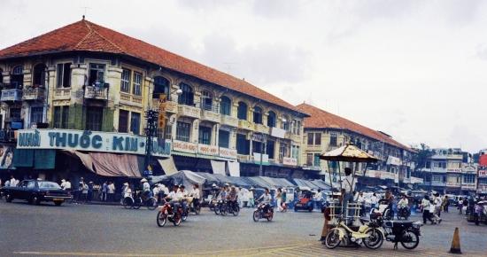 Đường Phan Châu Trinh, cửa Tây chợ Bến Thành.