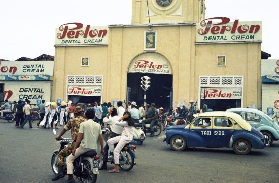 Cổng chính của chợ Bến Thành.