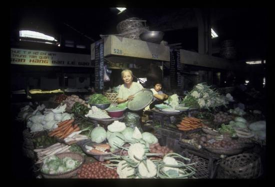 Hàng rau quả trong chợ Bến Thành.