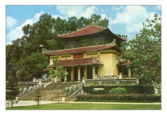 Đền Kỷ niệm, vốn là nơi tưởng niệm các binh lính người Việt tử trận trong Thế chiến I, nay là đền thờ Vua Hùng.