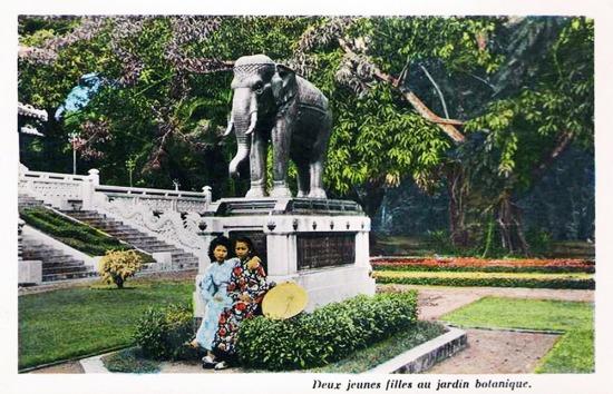 Tượng con voi bằng đồng do vua Xiêm tặng Sài Gòn năm 1930.