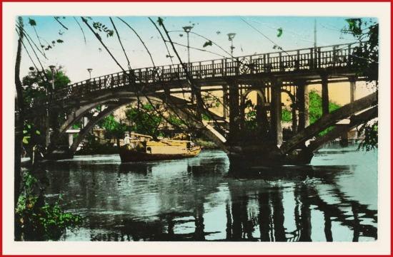 Cầu Thị Nghè phía sau Thảo Cầm Viên, ngày nay không còn.