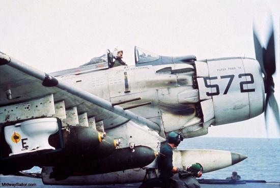Trong chiến tranh Việt Nam, không quân Mỹ từng thực hiện một phi vụ cực kỳ quái đản: Ném một chiếc... toilet xuống miền Bắc Việt Nam năm 1965.