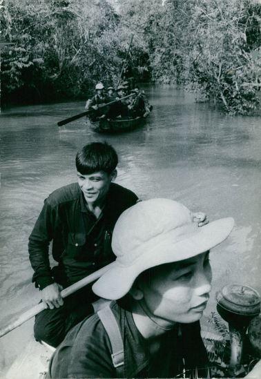 Vượt sông bằng thuyền, 1967.