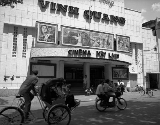"""Rạp phim """"máy lạnh"""" Vinh Quang trên đường Pasteur, TP HCM."""