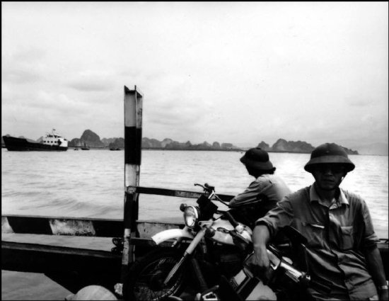 Trên chuyến phà từ Hải Phòng đến Hạ Long.