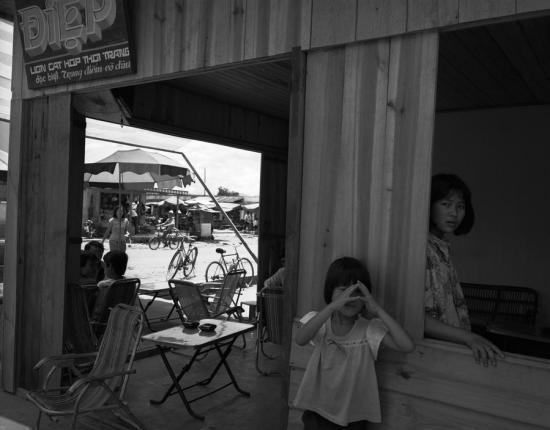 Hiệu may kiêm quán giải khát ở Lâm Đồng.