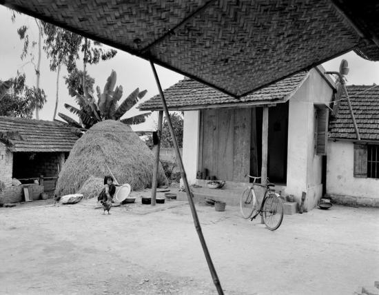Một ngôi nhà ở vùng nông thôn nằm bên Quốc lộ 5 Hà Nội - Hải Phòng