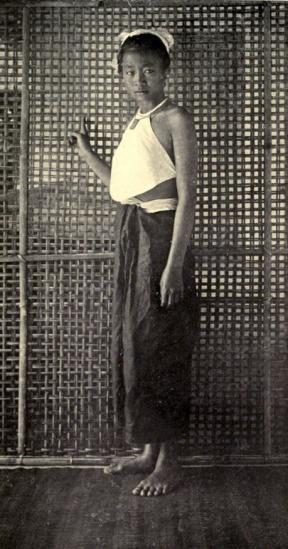 Thôn nữ áo yếm An Nam.