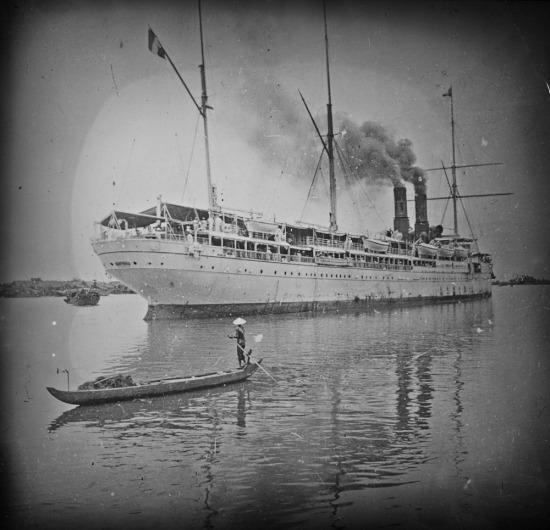 Tàu khách của Pháp trên sông Sài Gòn.