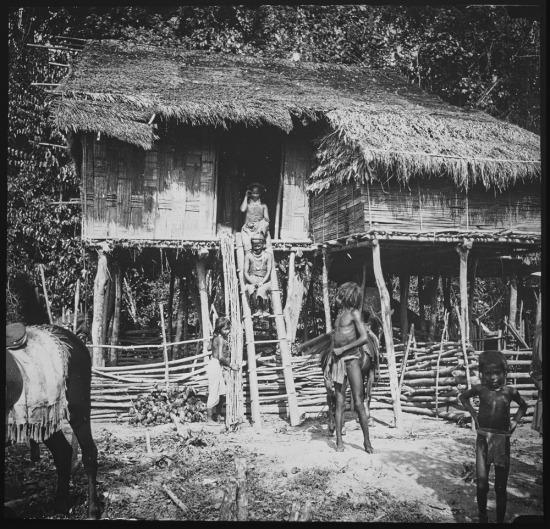 Một ngôi nhà sàn của người Thượng ở vùng hồ Dankia (Suối Vàng, Đà Lạt).