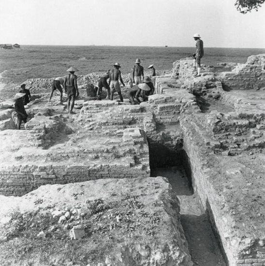 Khai quật di tích Gò Cây Thị A, An Giang thập niên 1940.